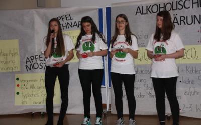 2AMW präsentierte ihr Apfelprojekt