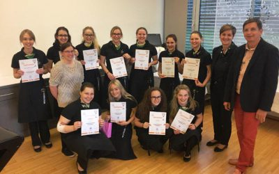 Elf neue Jungbarkeeperinnen an HLW gekürt